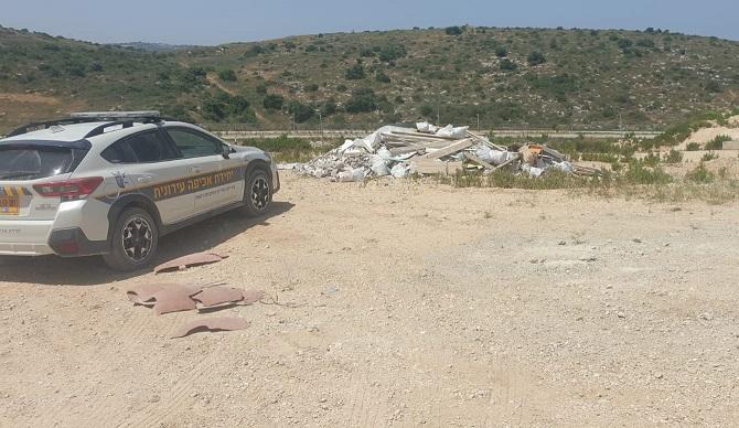 פסולת הבניין ברחוב יערות ישראל (צילום: דוברות עיריית מודיעין)