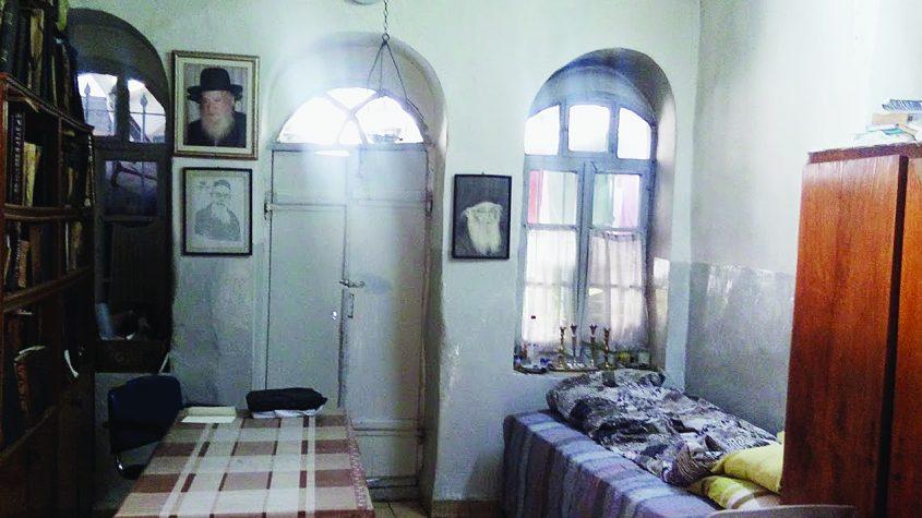 דירת החדר שבה התגורר ר' אריה לוין (צילום: אדם אקרמן)