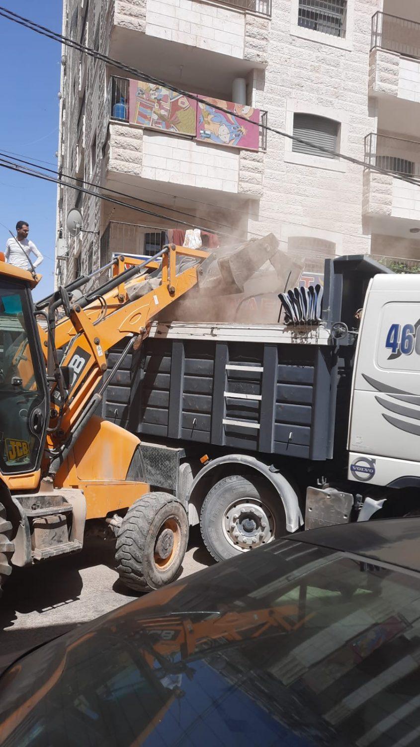 מבצע ניקיון בכפר עקב (צילום: אגף התברואה בעיריית ירושלים)