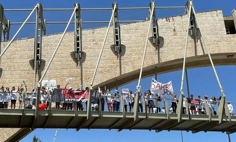 המחאה לביטול משרפת הפסולת במעלה אדומים (צילום: מטה המאבק עוצרים את המשרפה)
