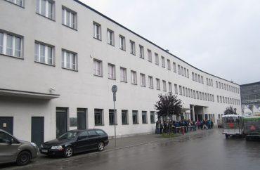 """המפעל של שינדלר בקרקוב שבפולין (צילום: ד""""ר אדם אקרמן)"""