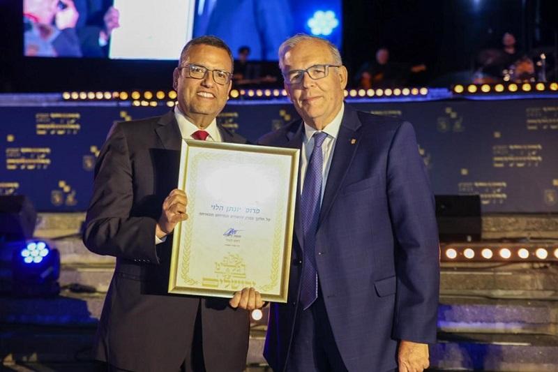 פרופ' יונתן הלוי וראש העיר ומשה ליאון (צילום: דור פזואלו)