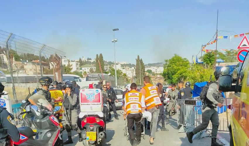 סמוך לזירת פיגוע הדריסה בשייח ג'ראח (צילום: דוברות איחוד הצלה)