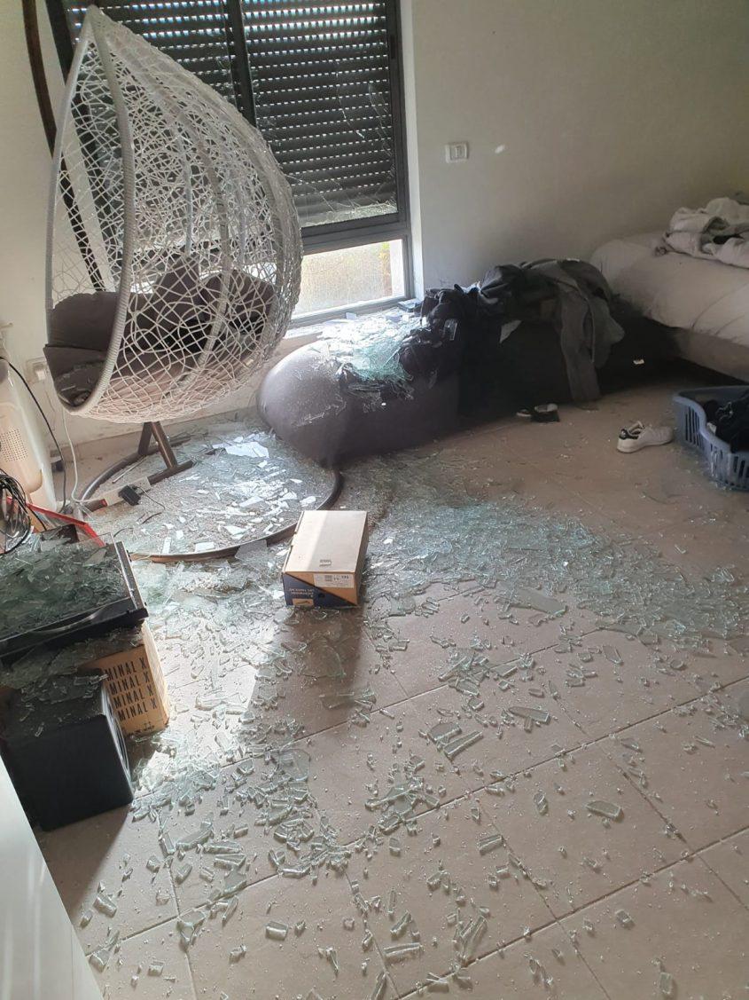 הבית שנפגע מטיל ביישוב הסמוך לירושלים (צילום: סתיו ברכה)
