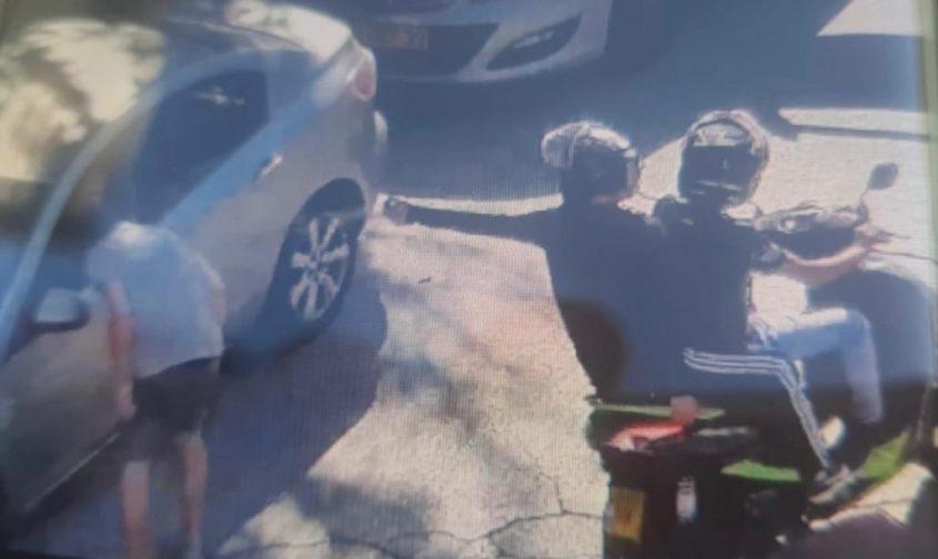 """תיעוד התקיפה סמוך ל""""יס פלאנט"""" (צילום: דוברות המשטרה)"""