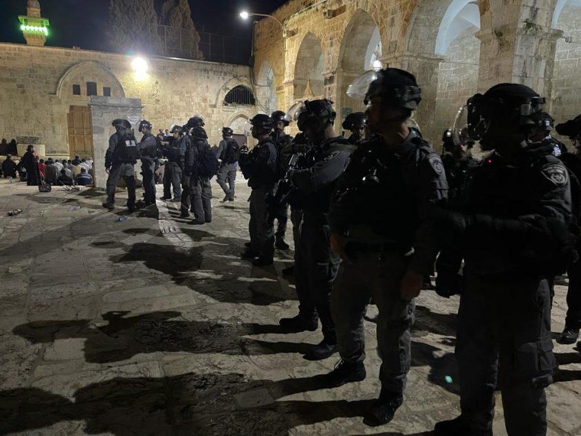 המהומות בהר הבית (צילום: דוברות המשטרה)