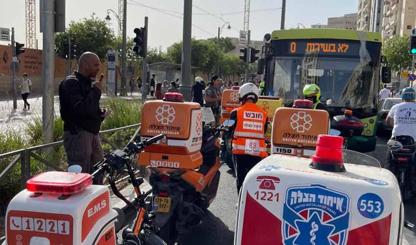 מזירת התאונה בירושלים (צילום: דוברות איחוד הצלה)