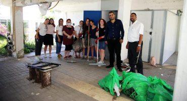 מבצע ניקיון מקלטים בעיר בית שמש (צילום: פרטי)