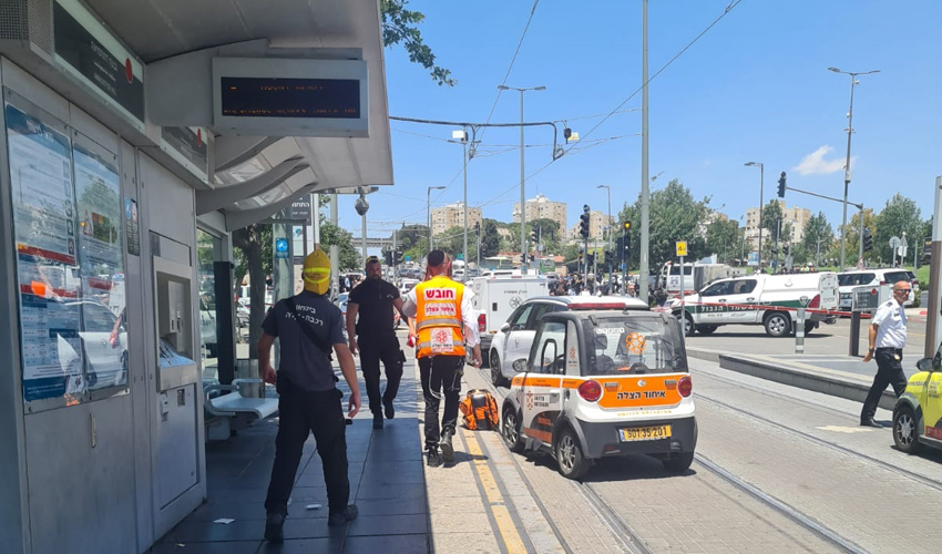 זירת פיגוע הדקירה בירושלים (צילום: דוברות איחוד הצלה)