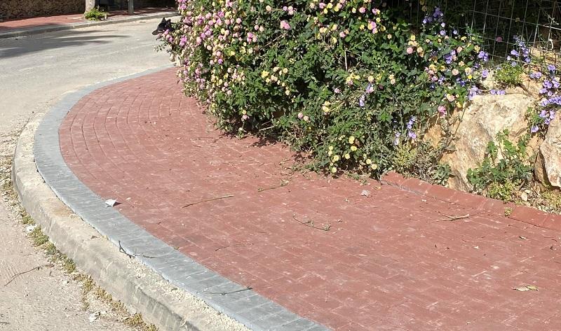 אבנים משתלבות ברחובות מבשרת ציון (צילומים: מתוך דף הפייסבוק של יורם שמעון)