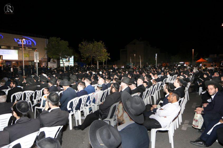 המונים בעצרת זיכרון לנספים בהר מירון (צילום: רווח הפקות)