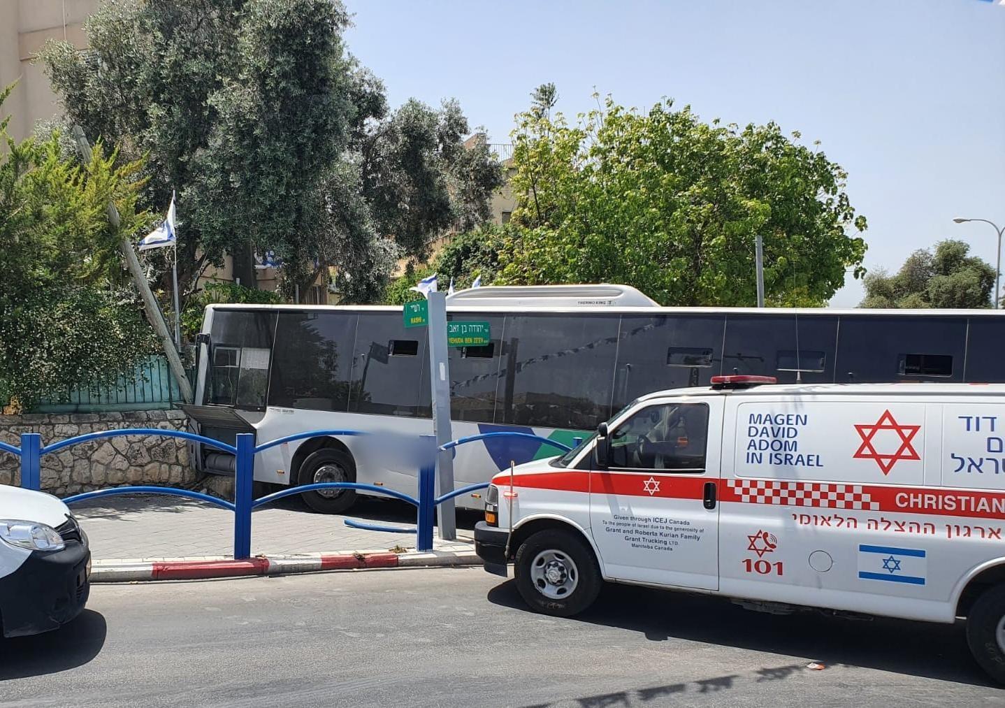 """תאונת האוטובוס בבית שמש (צילום: תיעוד מבצעי מד""""א)"""