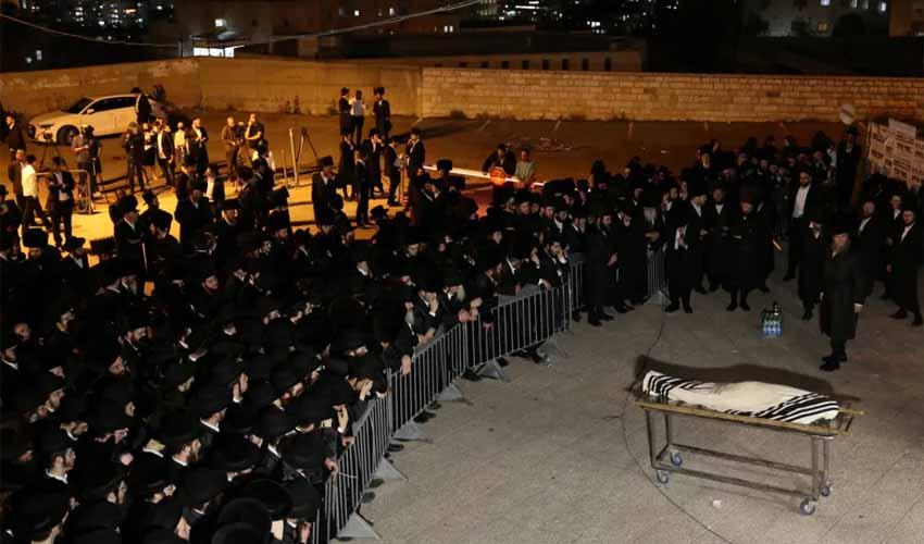 הלוויית אחד ההרוגים באסון, הלילה בירושלים (צילום: אמיל סלמן)