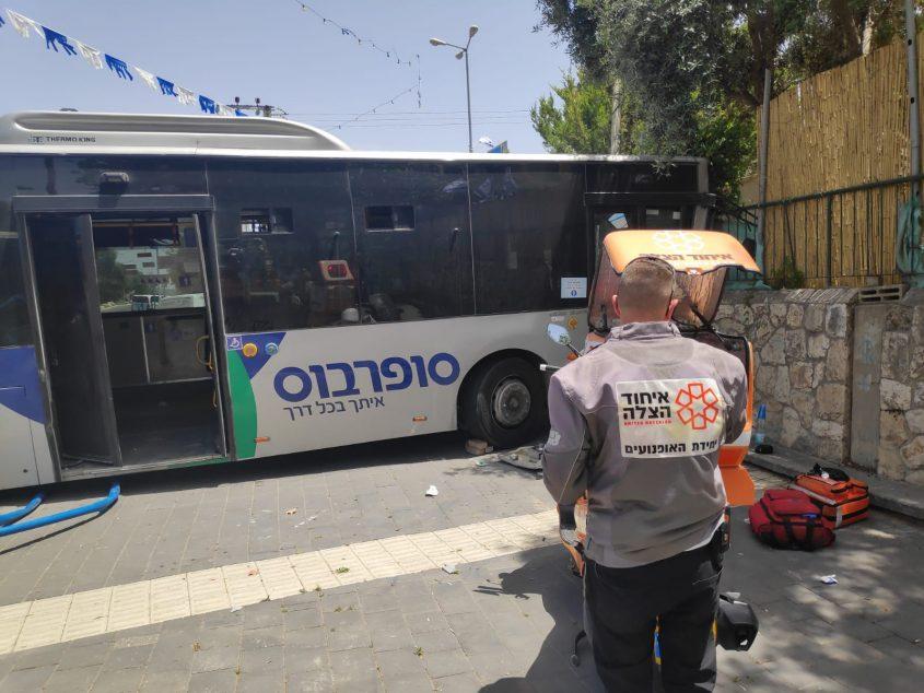 זירת תאונת האוטובוס בבית שמש (צילום: דוברות איחוד הצלה)