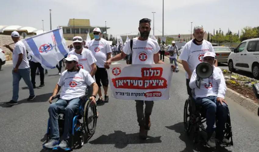 """מחאת נכי צה""""ל סמוך לכנסת (צילום: אוהד צויגנברג)"""