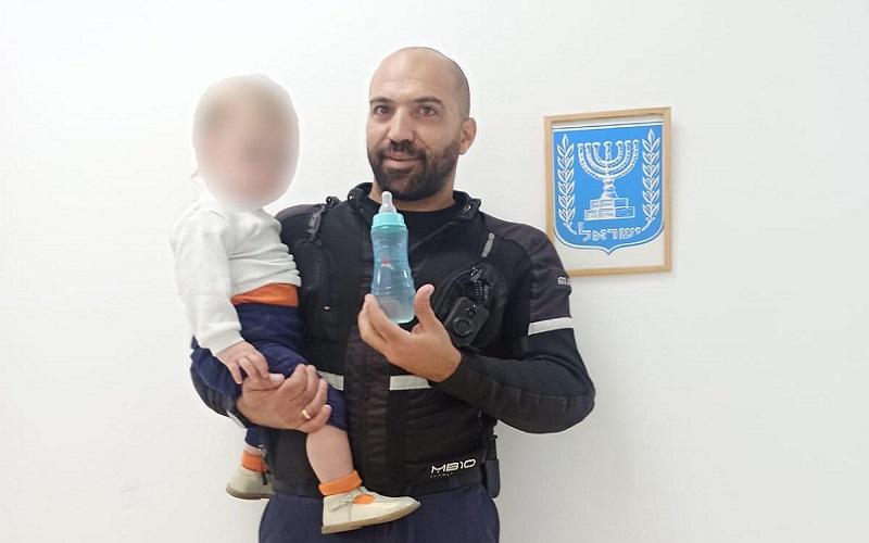 הפעוט שנמצא לבדו בשכונת שמואל הנביא (צילום: דוברות המשטרה)