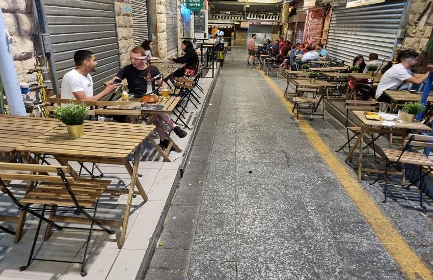 הריהוט החדש בשוק מחנה יהודה (צילום: רון ירקוני יחסי ציבור)