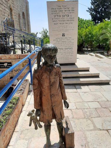 פסל הילדה סטל קנובל (צילום: אדם אקרמן)