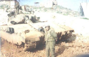 סגן מרדכי עציון בזמן שירותו הצבאי בלבנון שנת 1997 - קרדיט-באדיבות המשפחה