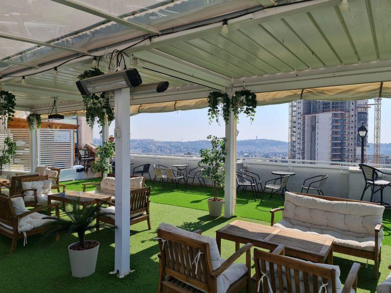בר על גג מלון גרוזלם וויו (צילום: יחסי ציבור)