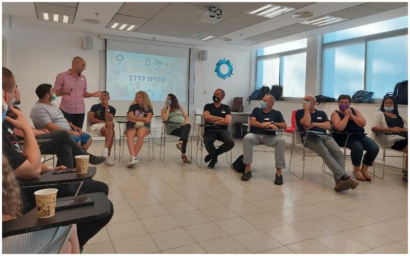 מפגש של פרויקט עמית לדרך (צילום: עמותת עמית לדרך)