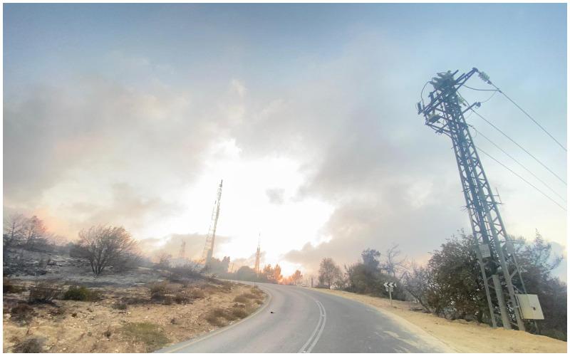 העשן הכבד בהרי ירושלים (צילום: אמיר בילו, חברת החשמל)