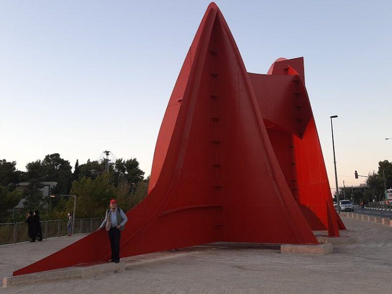"""הפסל האדום בהר הרצל (צילום: ד""""ר אדם אקרמן)"""