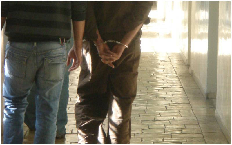 עצור, אזיקים, מעצר - צילום מתוך ויקפדיה (קרדיט שמופיע - צילמתי)
