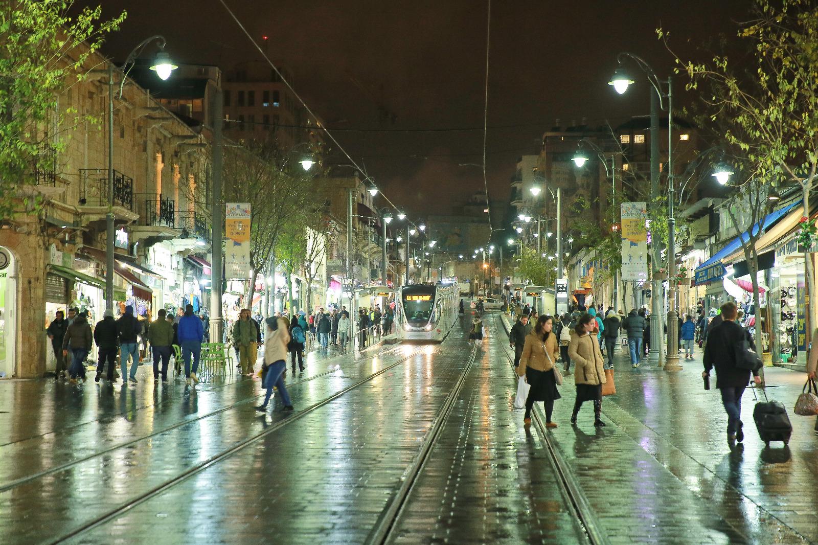 רחוב יפו בגשם (צילום: ארנון בוסאני)