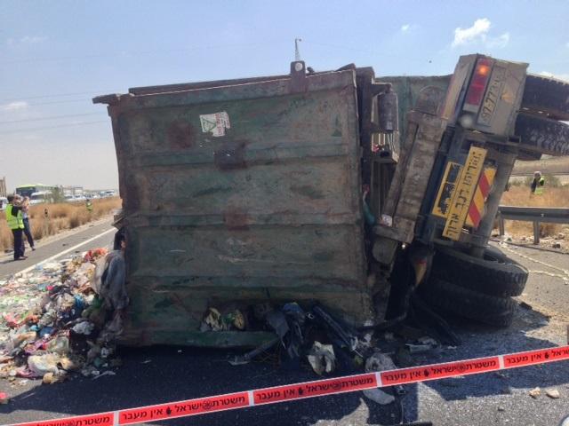 תאונה עם מעורבות משאית (צילום: עמותת אור ירוק)
